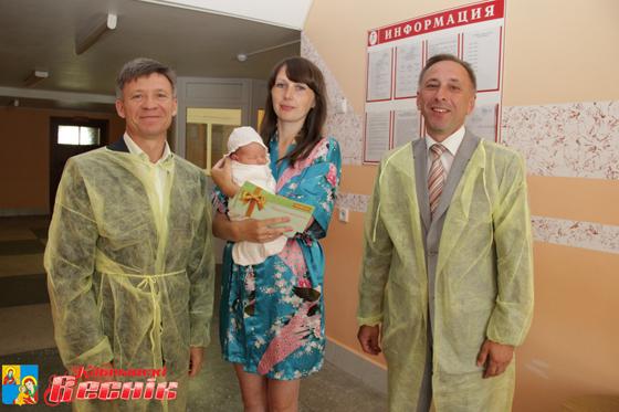 На Кобринщине поздравили мам, чьи младенцы появились на свет в День Независимости