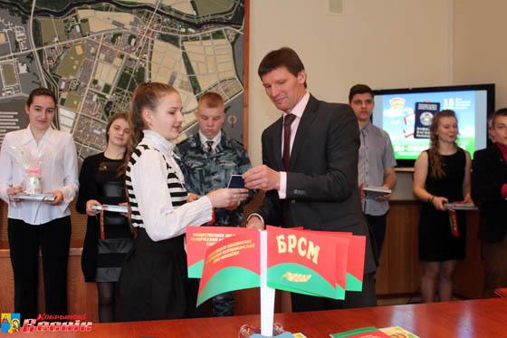 В День Конституции Республики Беларусь молодым кобринчанам торжественно вручили паспорта