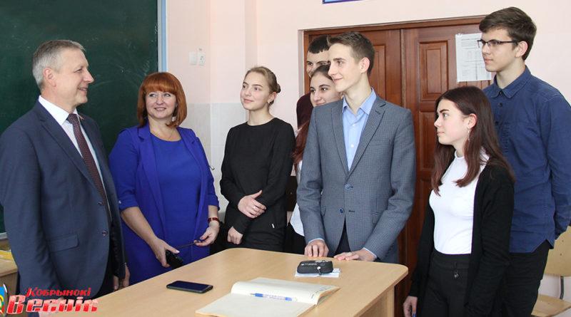 Депутат Палаты представителей Национального собрания Республики Беларусь Василий Демидович встретился с учащимися гимназии г. Кобрина