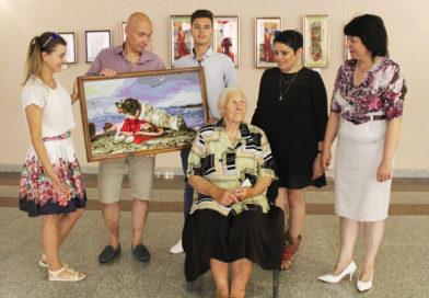Персональная выставка талантливого мастера вышивки Надежды Шульги разместилась в выставочном зале Кобринского Дворца культуры