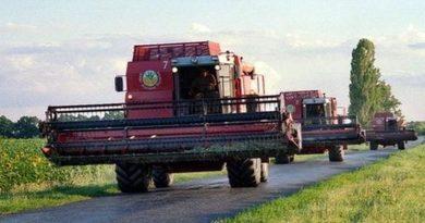Трактора и комбайны на дорогах!