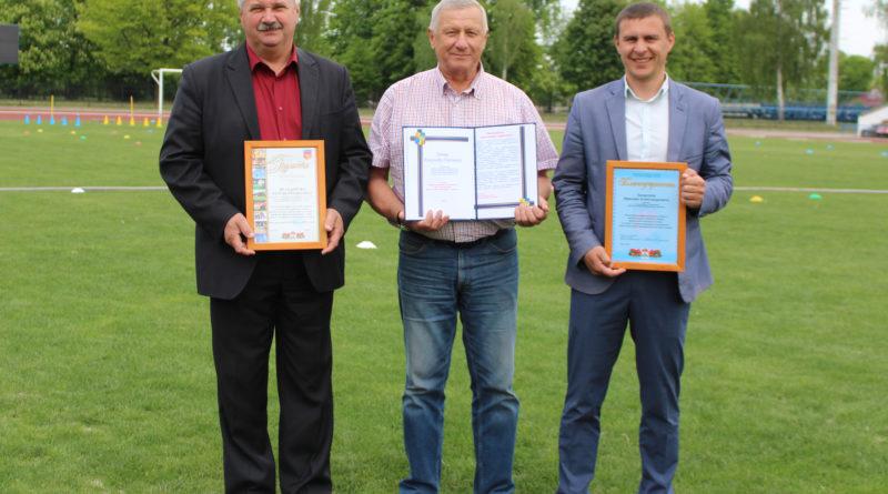 Руководители спортивных учреждений Кобринщины получили награды в преддверии профессионального праздника