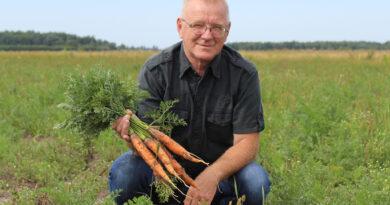 Сам себе агроном. Василий Семенюк сегодня обрабатывает около 120 га земли